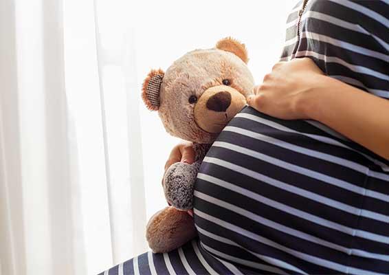 ¿Cuáles son los riesgos de un embarazo en la adolescencia?